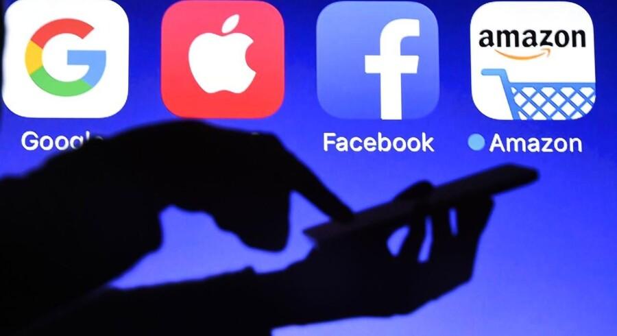 Google og Facebook er blandt de internetgiganter, som risikerer at få en større skatteregning fra den britiske regering, som er utilfreds med indsatsen for at få stoppet publiceringen af terrormateriale på nettet. Arkivfoto: Damien Meyer, AFP/Scanpix