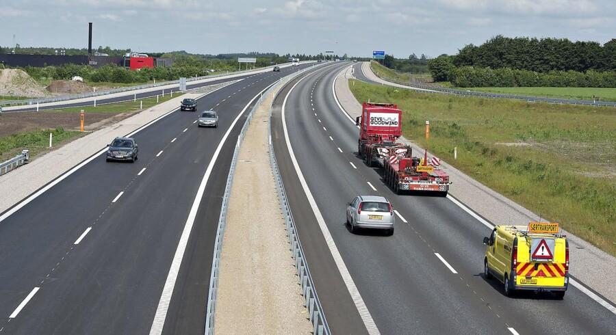 På udvalgte strækninger kan selvkørende biler få deres egen vejbane på motorvejen, forudser Vejdirektoratet.