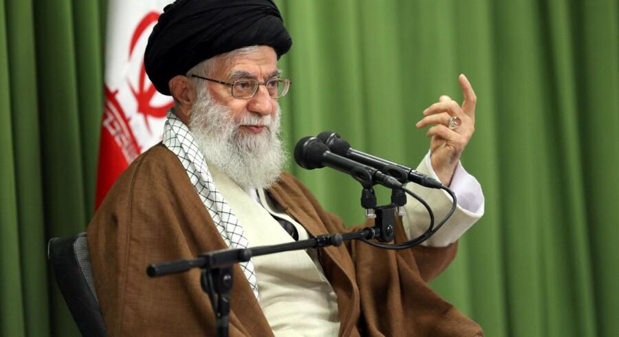 Europa bør gøre mere for at bakke op om atomaftalen med Iran. Det mener Irans øverste leder, ayatollah Ali Khamenei.