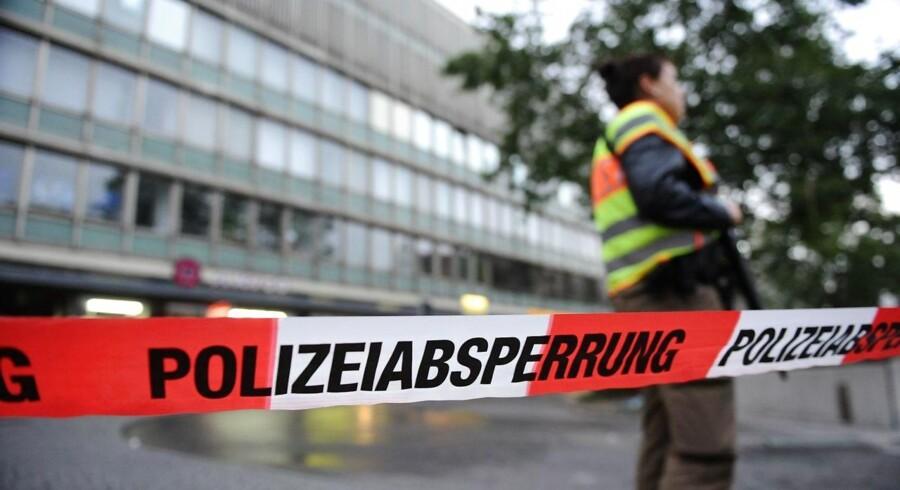 Angrebet, der fandt sted i München fredag, var nøje planlagt, oplyser tysk politi. Den 18-årige gerningsmand, der dræbte ni personer og siden begik selvmord, har tilsyneladende planlagt sit angreb i et år.