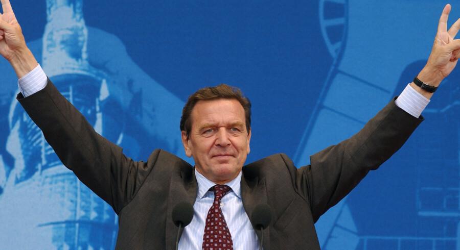 Den tidligere socialdemokratiske forbundskansler Gerhard Schröder kan blive formand for bestyrelsen i Ruslands største olieselskab, Rosneft, skriver russiske medier. Scanpix/Eric Feferberg