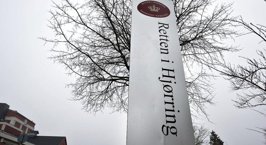 En ung mand er torsdag blevet varetægtsfængslet i en sag om et hjemmerøveri i Hirtshals sidst i januar. Udbyttet var en bil, en jakke og en telefon.