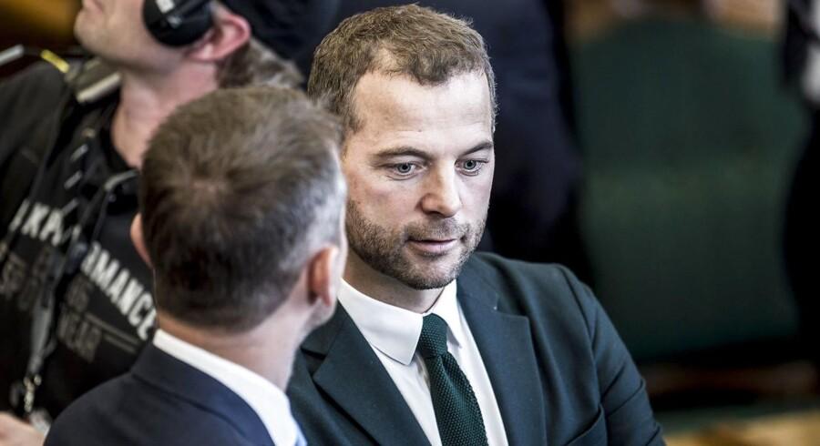 Morten Østergaard opfordrer statsminister Lars Løkke Rasmussen (V) til at sige, at forsvarsforbeholdet lever på lånt tid, når han deltager i EU's topmøde i Bruxelles.