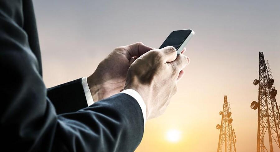Strålingen fra mobiltelefoner og -master er igen blevet undersøgt, og stadig kan forskerne ikke konkludere, at der er risiko for at udvikle kræft. Arkivfoto: Iris/Scanpix