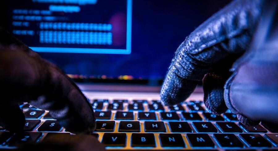 Kryptovaluta er digital valuta, der styres decentralt. Valutaen findes kun digitalt i en digital bankbog, som hele tiden ajourføres og kopieres på computere over hele verden.
