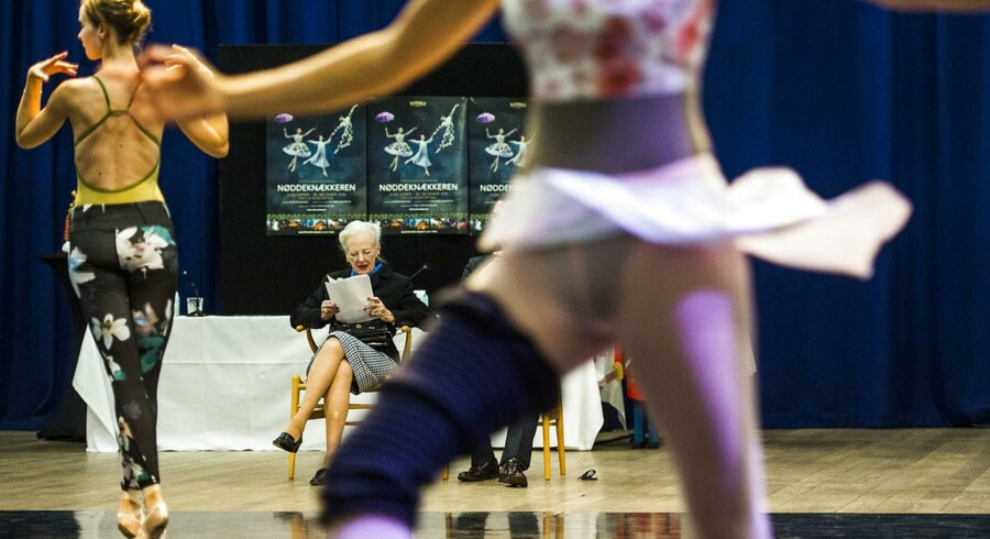 Dronning Margrethe var med til første prøvedag i Tivoli på balletten »Nøddeknækkeren«, som hun har skabt scenografi og kostumer til. (Foto: Ólafur Steinar Gestsson/Scanpix 2016)