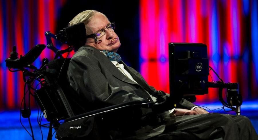 Den engelske videnskabsmand Stephen Hawking fyldte 75 år søndag d. 8 januar 2017. I et nyt interview med BBC News i forbindelse med fejringen, fortæller han blandt andet om sit syn på klimaforandringerne. Arkivfoto fra forlæsning i DRs koncertsal 24. august 2016.