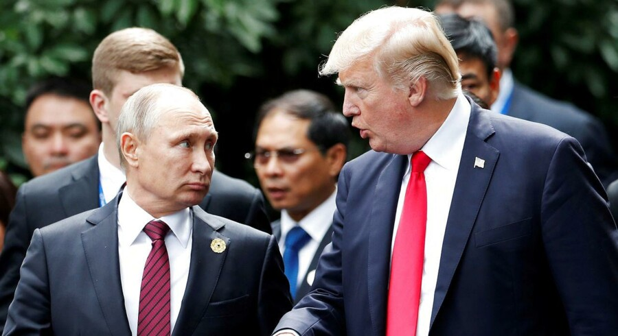Putin banker hovedet mod Trump-muren