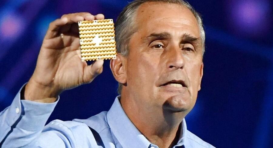 To afgørende gennembrud i bygningen af en kvantecomputer - en computer med superkræfter - ventes offentliggjort i den kommende tid. På forbrugerelektonikmessen CES i Las Vegas tidligere på måneden præsenterede Intels topchef, Krzanich, en 49-qubit chip