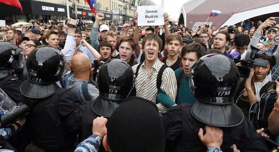 Mere end 1000 mennesker er anholdt under demonstrationerne.