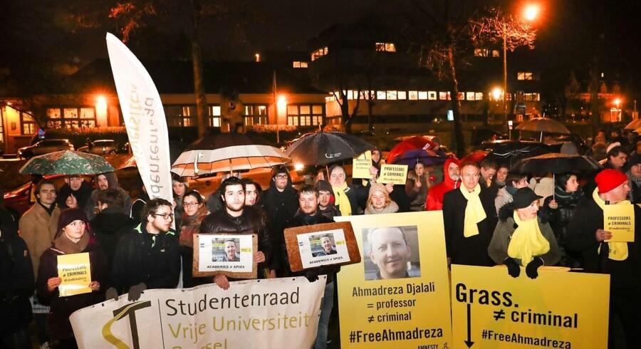 Nordrhein-Westfalen og Baden-Württemberg har sat hundredvis af fanger på fri fod. Bayern løslader ingen.