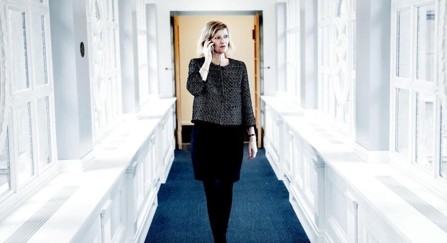 50-årige Jeanette Fangel Løgstrup, der har sat ny strategisk retning for Danske Banks marketing, er netop blevet kåret som årets CMO anno 2017. Fotograferet i Danske Banks hovedkvarter på Holmens Kanal 12 i København K mandag den 5. december 2016.