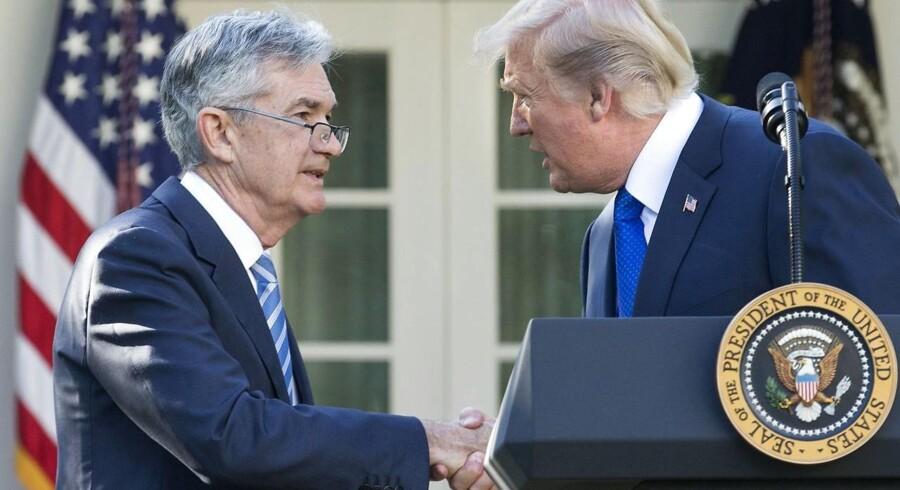 Den ventede nominering af Jerome Powell til ny centralbankdirektør i USA mødes fredag stille og fredeligt af valutamarkedet.