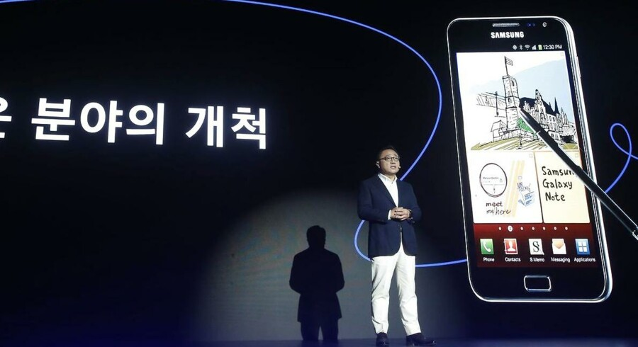Samsungs mobilchef, Koh Dong-Jin, præsenterede tirsdag Galaxy Note 8-toptelefonen med digital pen hjemme i Seoul i Sydkorea og glædede sig over de mange forudbestillinger. Foto: Kim Hee-Chul, EPA/Scanpix
