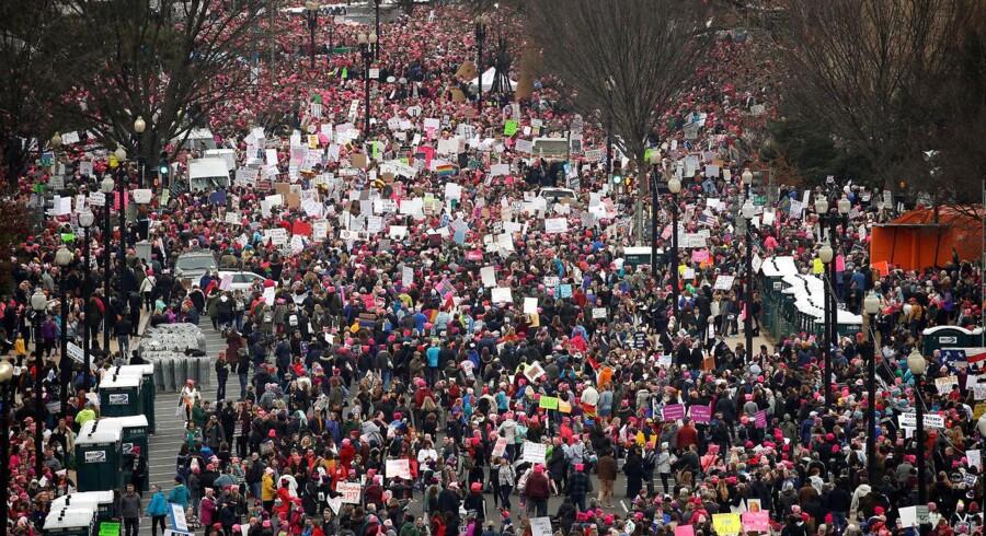 Lørdag d. 21. januar 2017 var der mennesker på gaderne hele verden over for at protestere mod USAs nye præsident. Her fra Womens March i Washington.