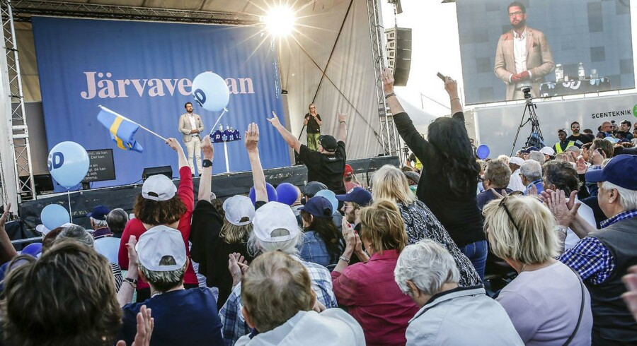 Sverigedemokraternas partileder Jimmie Åkesson på scenen for nylig under »Politikerugen« i Järva udenfor Stockholm - en pendant til Almedalsveckan og Folkemødet på Bornholm. Foto: Fredrik Persson / TT