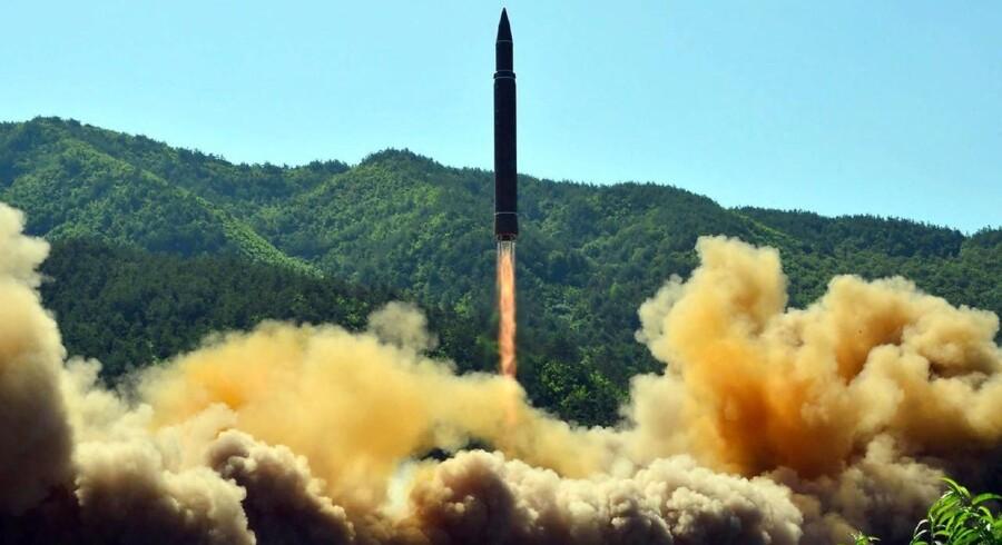 Arkivfoto fra den 4. juli 2017 af en nordkoreansk missiltest.