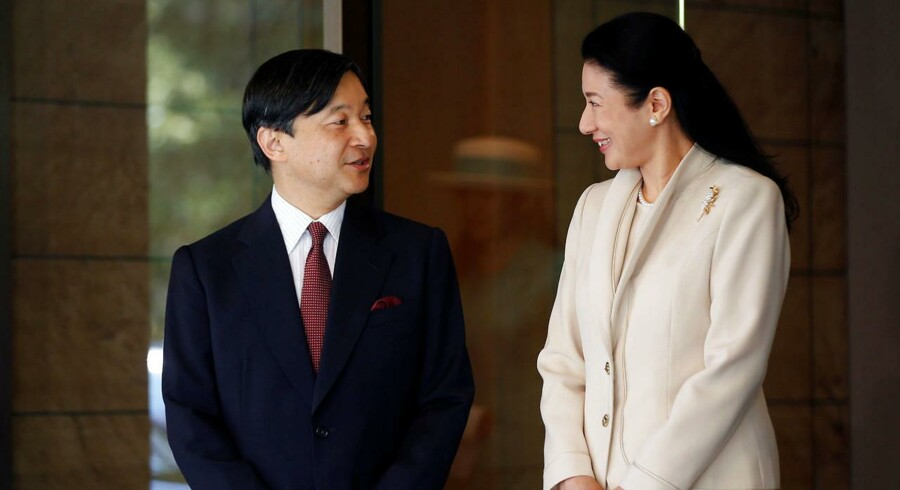 Kronprins Naruhito sammen med sin kone, kronprinsesse Masako, som han adskillige gange har beskyttet mod monarkiets bureaukrati.
