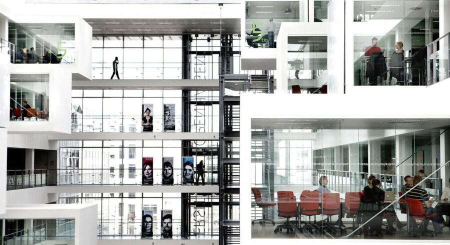 Der er rift om de unge i talenter, der hvert år bliver færdiguddannet fra blandt andet IT-Universitetet i København. På trods af, at flere bliver optaget på uddannelserne, spår IT-Branchen, at danske virksomheder vil mangle i omegnen af 19.000 IT-specialister i 2030.