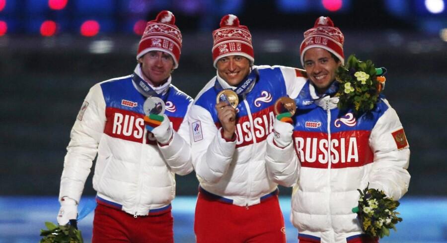Alexander Legkov (i midten) var en af Ruslands største stjerner ved vinter-OL i 2014.