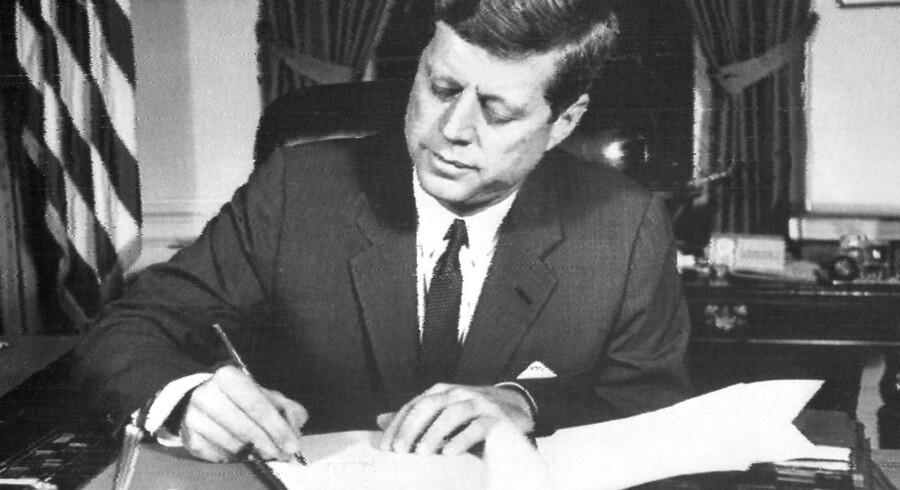 Frigørelsen af hundredevis af dokumenter, der omhandler mordet på den amerikanske præsident J. F. Kennedy åbner op for flere spørgsmål end de besvarer.