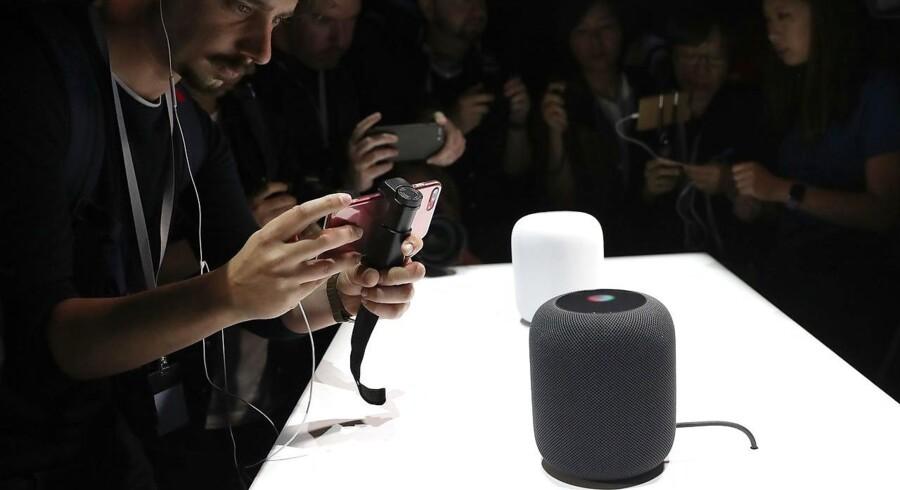 Sådan så det udd, da Apple i juni 2017 præsenterede sin HomePod-højttaler, som nu endelig kommer i handelen. Spørgsmålet er, hvor stor interessen bliver, da der er rigtigt mange andre muligheder. Arkivfoto: Justin Sullivan, Getty Images/AFP/Scanpix