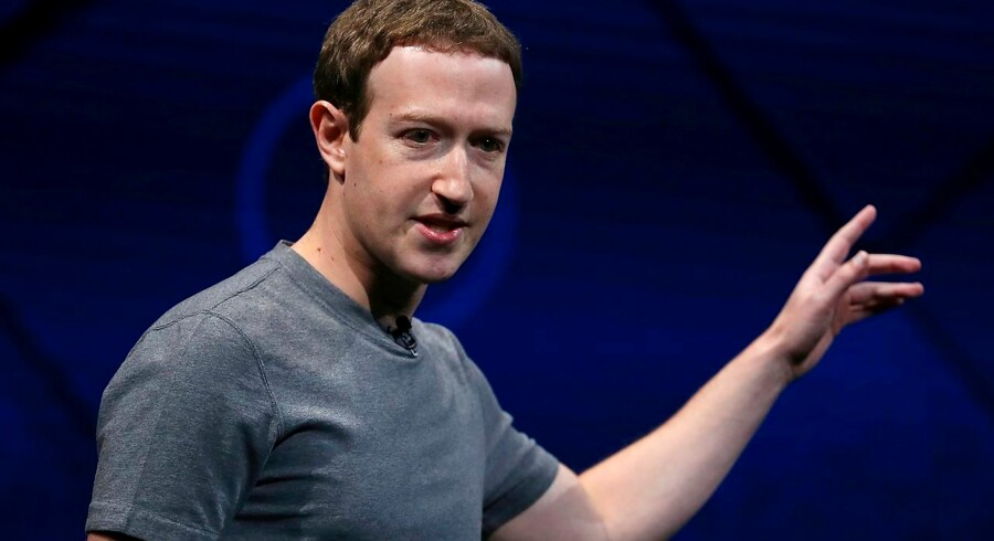 Zuckerberg vil forbinde milliarder med soldrevne droner - - - SAN JOSE, CA - APRIL 18: Facebook CEO Mark Zuckerberg delivers the keynote address at Facebook's F8 Developer Conference on April 18, 2017 at McEnery Convention Center in San Jose, California. The conference will explore Facebook's new technology initiatives and products. Justin Sullivan/Getty Images/AFP == FOR NEWSPAPERS, INTERNET, TELCOS & TELEVISION USE ONLY ==
