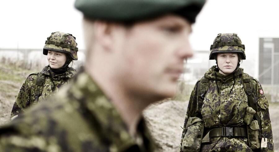 Arkivfoto. Cyberkriminalitet og antallet af værnepligtige vil fylde en del under de snarlige forsvarsforhandlinger.