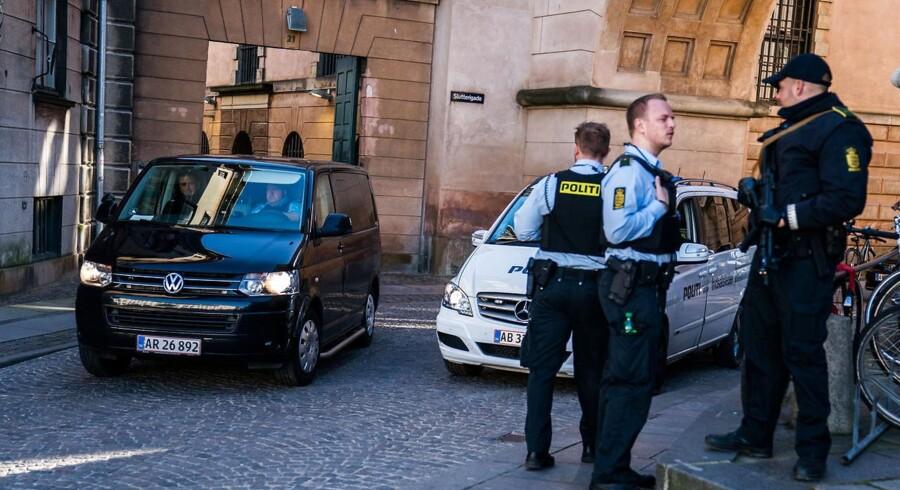 Arkivfoto: Ifølge Berlingskes oplysninger kan det våbenlager, som politiet fandt i en kælder på Nørrebro i slutningen af september, kobles til banden Loyal to Familia. Politiet bekræfter, at våbenlageret kan kobles til den ene part i den verserende konflikt.