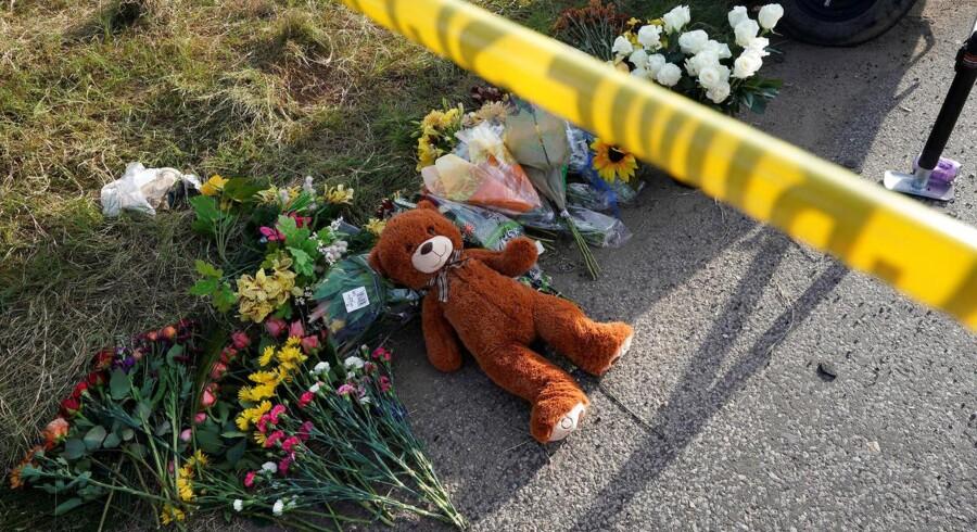 Beboere mindes ofre for skyderiet mod First Baptist Church i Sutherland Springs Texas, U.S., November 6, 2017. REUTERS/Rick Wilking