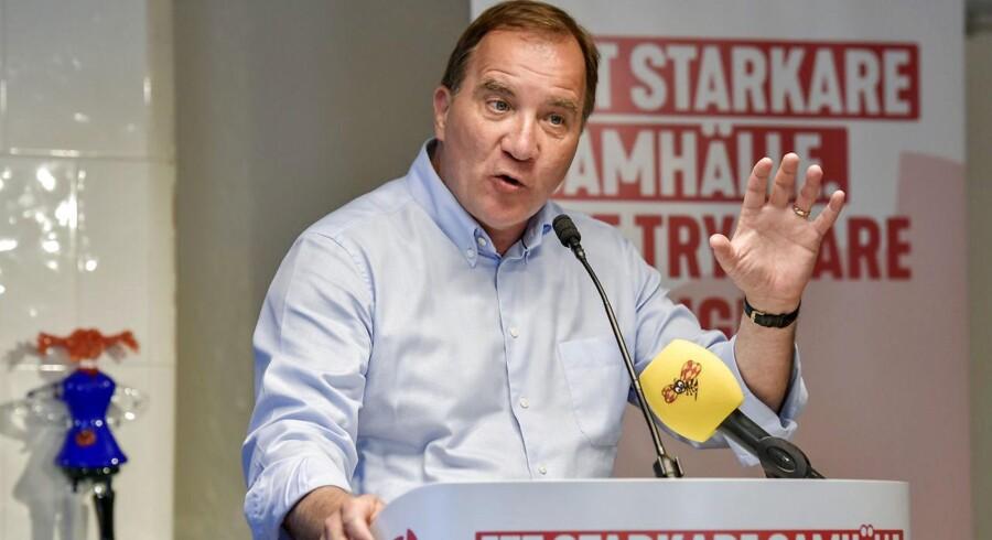 Den svenske statsminister, Stefan Löfven, har haft svært ved at få fokus på Socialdemokraternas agenda i valgkampen frem mod valget 9. september.