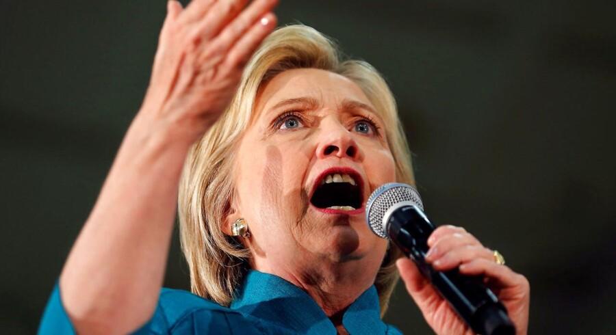 Hillary Clinton kom lørdag et lille skridt tættere på den endelige nominering.