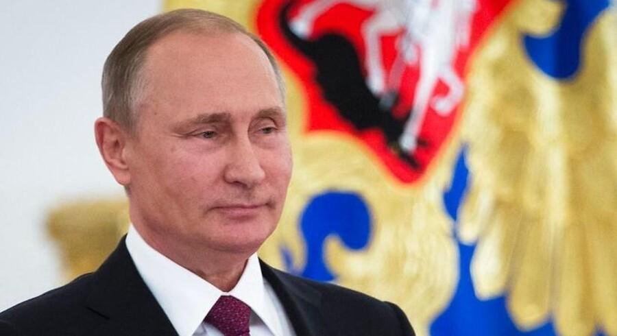 Den russiske præsident Vladimir Putin kan fejre, at hans parti gik frem ved parlamentsvalget i Rusland i weekenden. / AFP PHOTO / POOL / Ivan Sekretarev