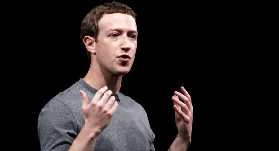 Arkivfoto: Facebook-algoritmerne skal nu i højere grad prioritere personligt indhold på bekostning af opslag fra medier og virksomheder, siger Zuckerberg. Men det er bare spin - for det handler om kroner og øre, siger ekspert i sociale medier.