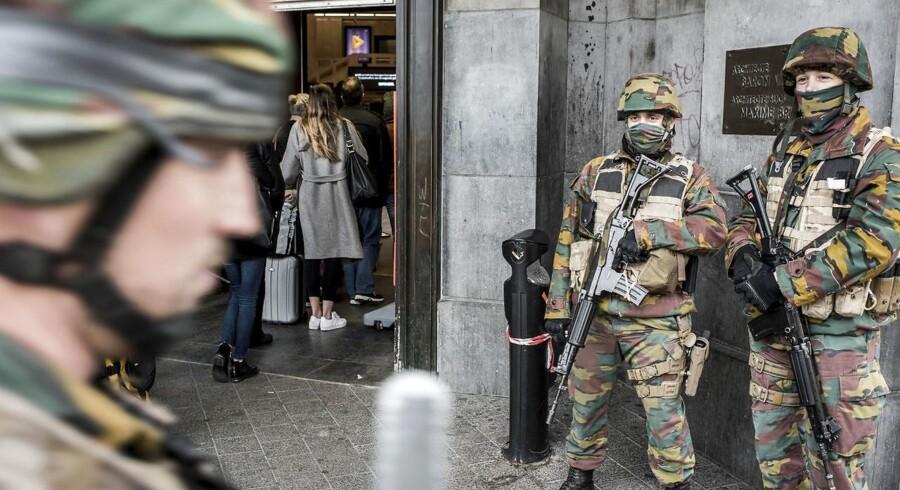 Skal danske soldater gå rundt i gaderne, som man ser i andre eurpæiske land for sikre mod terror? Her ses det belgiske militær efter et terrorangreb i Bruxelles sidste år?