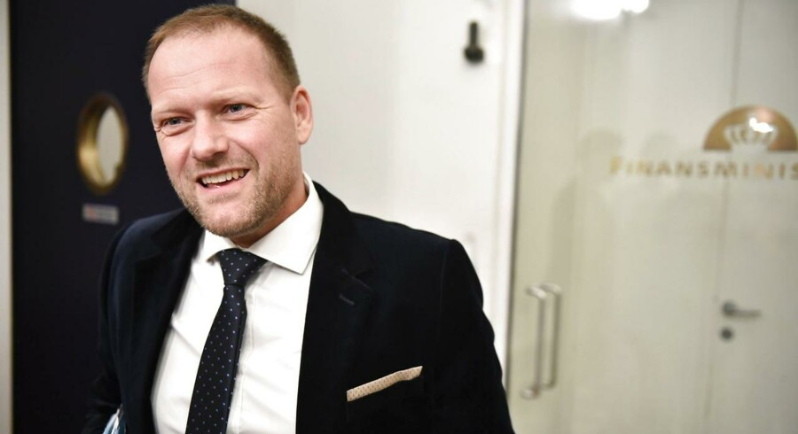»Min umiddelbare kommentar er, at det har jeg ingen kommentarer til, for nu må de altså holde op med at tale om bilafgifter,« lyder finansordfører René Christensens (DF) besked til Liberal Alliance.