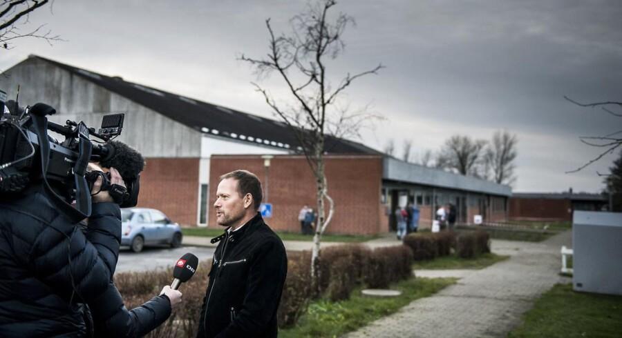 Dansk Folkepartis René Christensen afgav tirsdag eftermiddag sin stemme til kommunalvalget i Guldborgsund Kommune under stor mediebevågenhed. Han var nemlig udset til at være sit partis bedste bud på en borgmesterpost, men symtomatisk for partiets valgaften gled kæderne ham af hænde for andet valg i træk.
