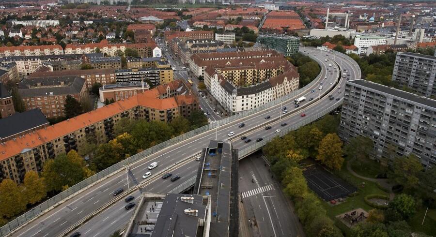 Opførelsen af Bispeengbuen begyndte i 1970 under store protester, og den er blevet kritiseret for at opdele Frederiksberg og Nørrebro i to. Nu øjner flere en mulighed for at rive den ned, fordi staten står over for at skulle bruge 125 mio. kr. på at renovere den.