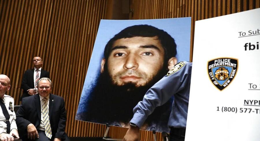 Amerikanske efterforskere fremviser et billede af 29-årige Sayfullo Saipov, der tirdag dræbte otte i det centrale New York.