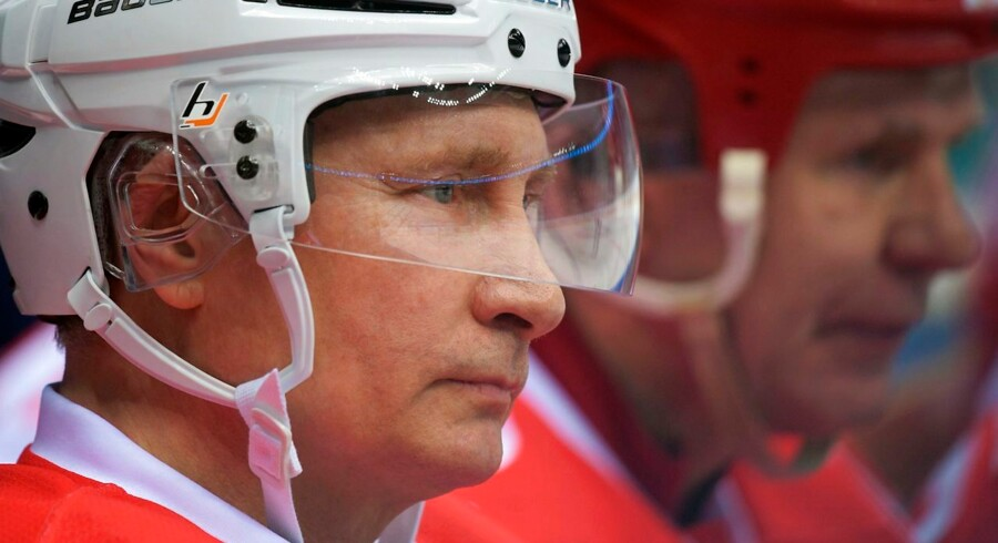 Russian President Vladimir Putin takes part in the 'Night League' teams ice hockey gala match in Sochi on May 10, 2017. / AFP PHOTO / SPUTNIK / Alexei Druzhinin
