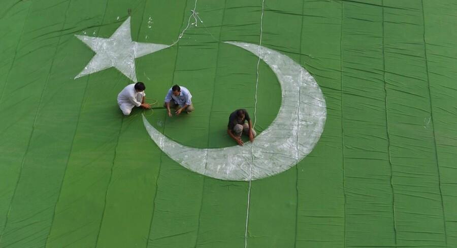 Det bliver nu sværere for blandt andet pakistanere at få visum til indrejse i Danmark. AFP PHOTO/Arif ALI