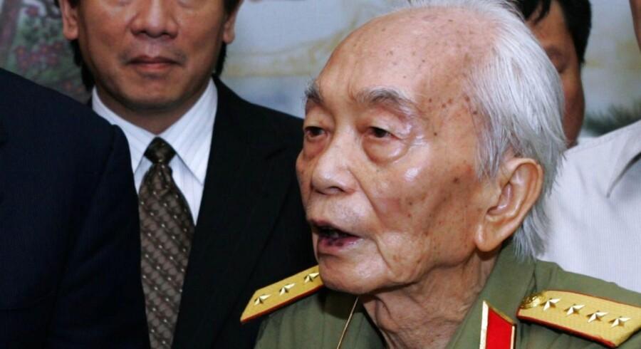 General Vo Nguyen Giap blev 102 år. Den vietnamesiske general, der sendte først franskmændene og siden amerikanerne på porten, døde fredag. Det sidste medlem af Vietnams gamle revolutionære garde blev 102 år. Arkivfoto fra august 2006.