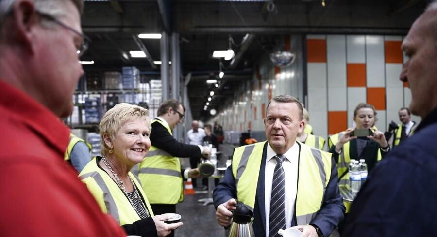Statsministeren var mandag på besøg i Coop for at se, hvordan nye teknologier indgår på arbejdspladsen. (Foto: Ida Guldbæk Arentsen/Scanpix 2017)