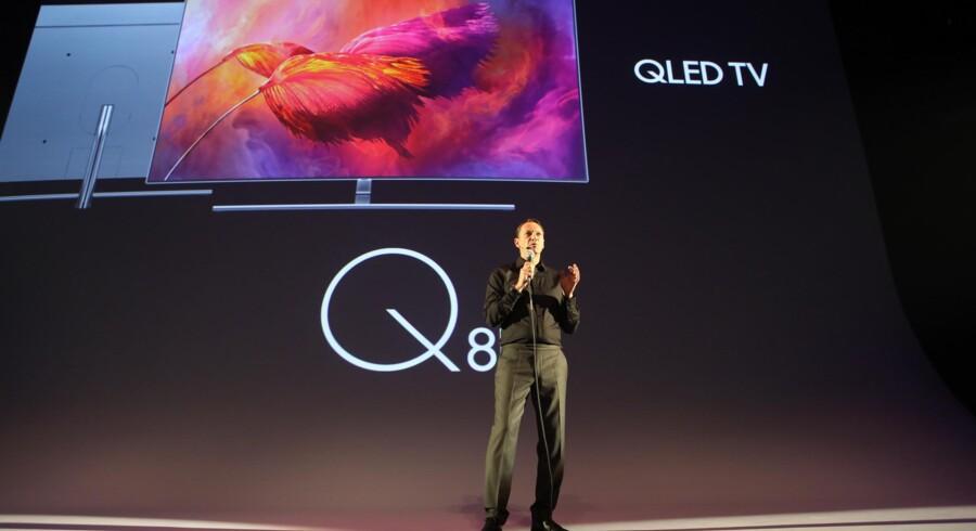 Samsung vil ikke lave OLED-fladskærme men kaster alle kræfter i at udvide sine egne QLED-TV-skærme, som her bliver præsenteret i Berlin. Foto: Samsung