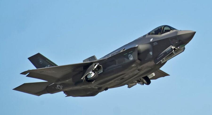 Statsrevisorerne advarer om, at Forsvaret måske ikke kan finansiere indkøb af nye kampfly med besparelser andre steder i budgettet.
