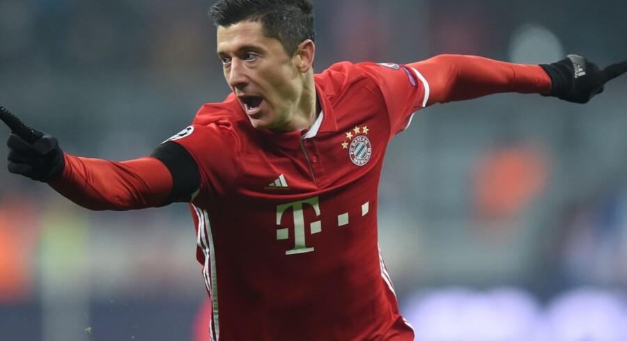 Robert Lewandowski scorede to gange i Bayern Münchens storsejr over Wolfsburg. Scanpix/Christof Stache