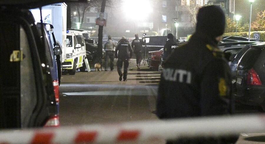 En alt for velkendt scene fra bandekrigen i København er nu afløst af midlertidig ro, men politikerne ser meget forskelligt på den netop indgåede våbenhvile.