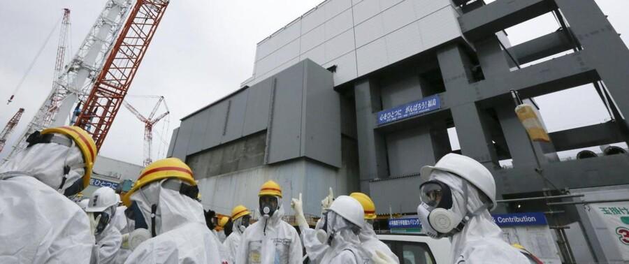 Arbejdere på Fukuhima-værket gør klar til den højrisikable manøvre at fjerne flere end 1.500 brændselsstave fra værkets reaktor 4.