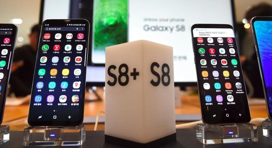 Størrelsen og grunddesignet på de nye Galaxy S9-telefoner vil ligne sidste års S8ere, som har solgt forrygende og været med til at befæste Samsung som verdens største mobilproducent. Arkivfoto: Yeon-Je Jung, AFP/Scanpix