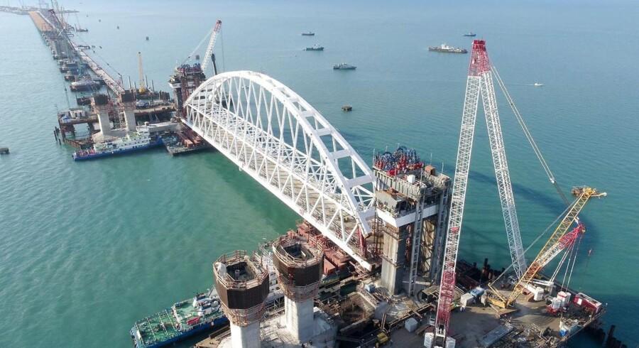 Broen fra det russiske fastland til Krim-halvøen skal efter planen stå færdig i 2019. Den bliver 19 kilometer lang.